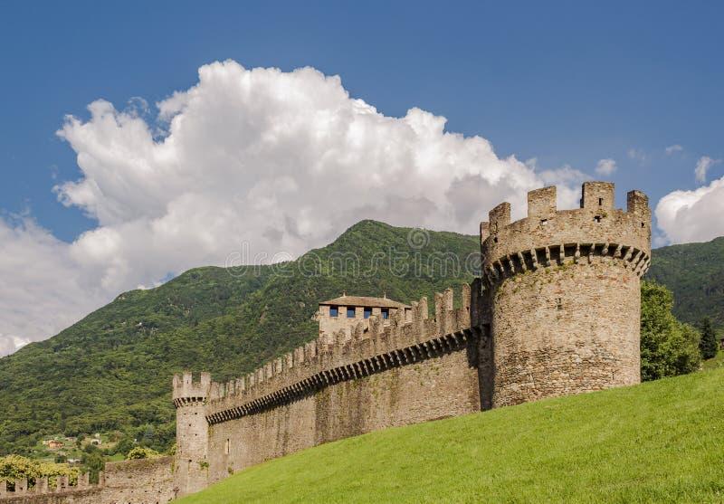 Imagem da paisagem do castelo Montebello durante o dia foto de stock