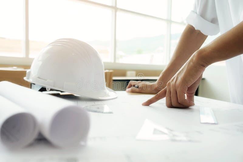 Imagem da reunião do coordenador para o projeto arquitetónico fotografia de stock