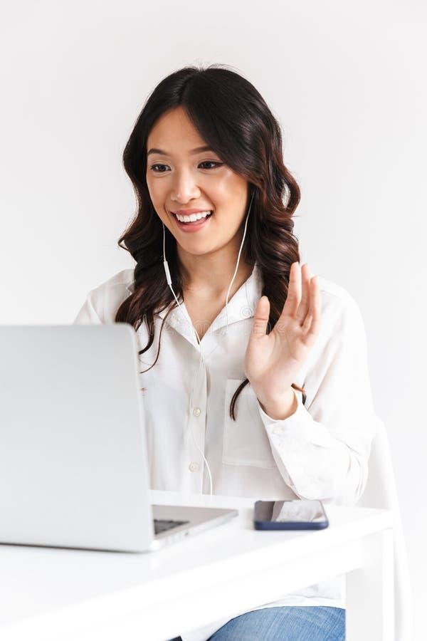 Imagem da roupa vestindo asiática nova do escritório da mulher de negócio 20s foto de stock royalty free