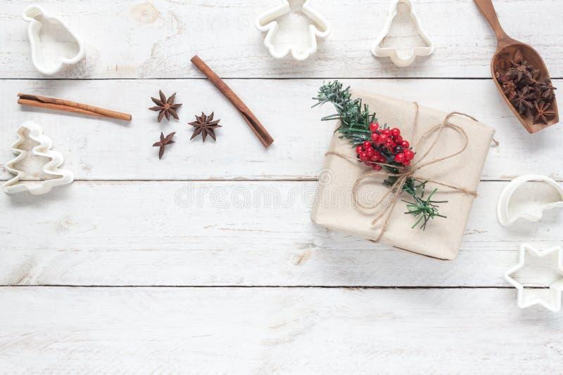 Imagem da vista superior conceito do fundo do Feliz Natal & do ano novo feliz Acessórios para a sobremesa caseiro com a decoração fotos de stock