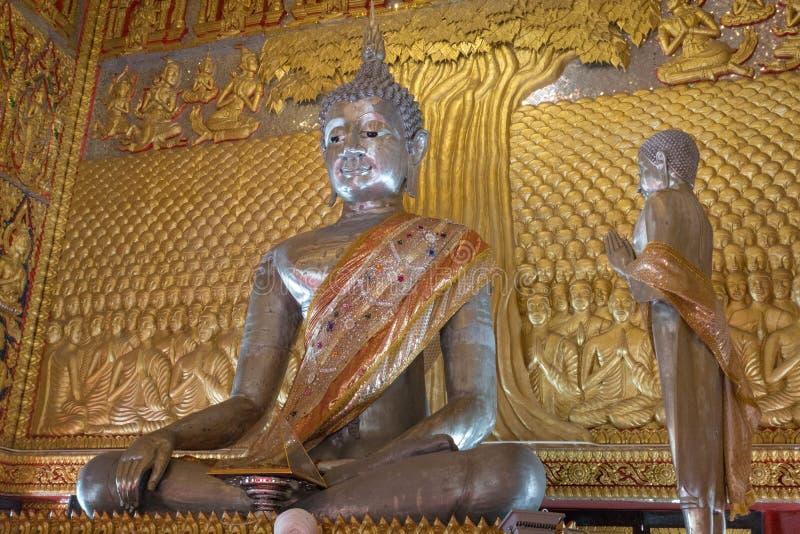 imagem de buddha feita da lata em Wat Ban Ngao (templo), Ranong, Tha imagem de stock royalty free