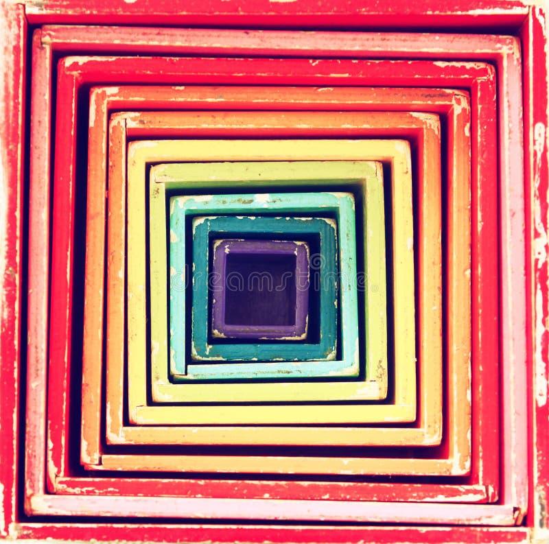 A imagem de caixas multicoloridos retros brinca que formulários no teste padrão quadrado geométrico imagem de stock royalty free