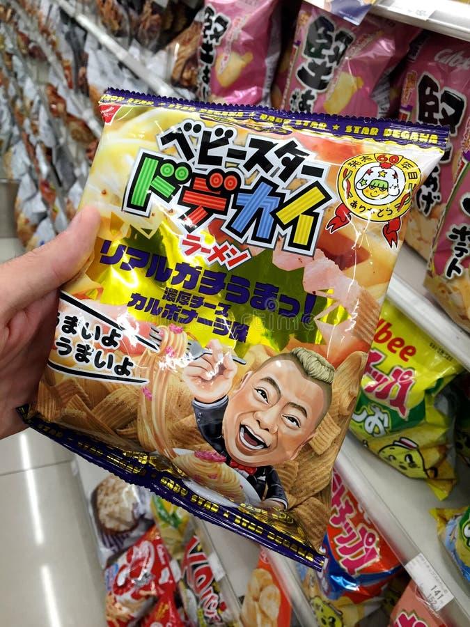 A imagem de Carbonara japonês típico flavored microplaquetas de batata foto de stock royalty free