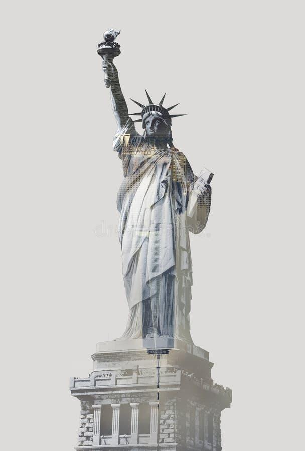 Imagem de dupla exposição da estátua da liberdade com o horizonte de nova iorque imagem de stock royalty free