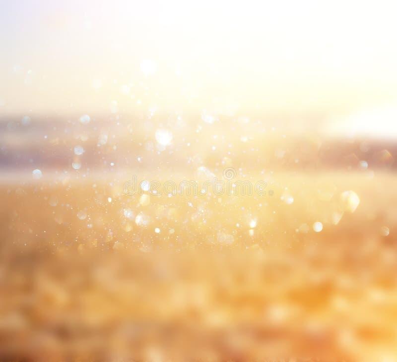Imagem de fundo de ondas do Sandy Beach e de oceano com luzes brilhantes do bokeh ilustração royalty free