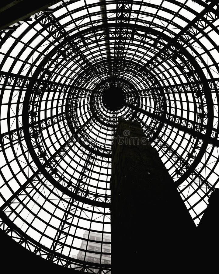 Imagem de fundo preto e branco da estação central de Melbourne fotos de stock