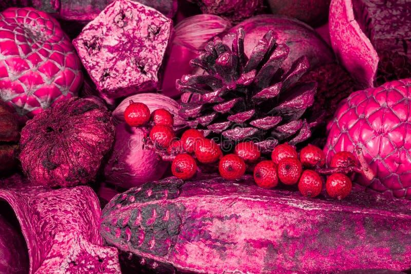 Imagem de fundo tonificada cor-de-rosa vermelha da decoração do pot-pourri do Natal imagens de stock