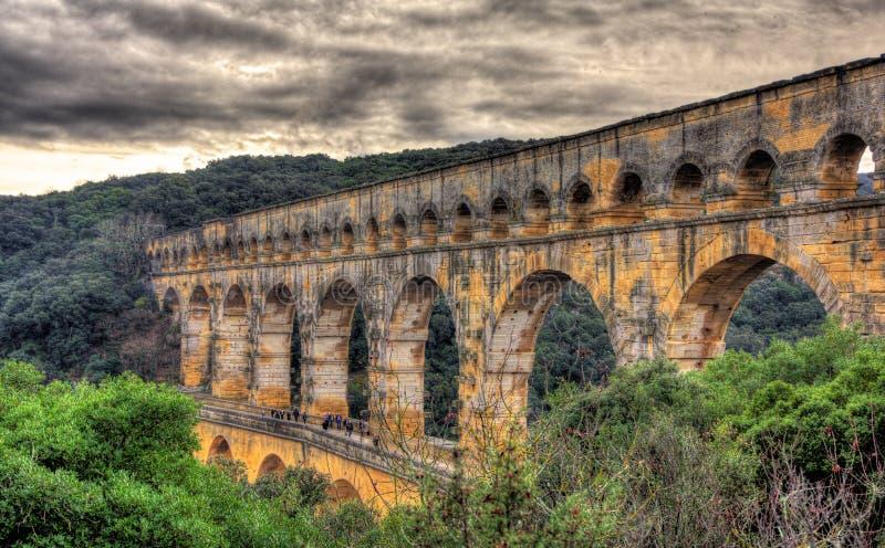 Imagem de HDR de Pont du Gard, aqueduto romano antigo fotografia de stock royalty free