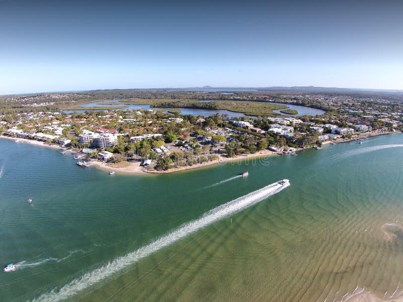 A imagem de imagem aérea conservada em estoque de Noosa dirige Queensland fotografia de stock
