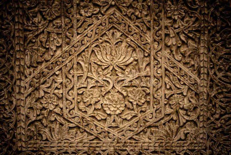 Imagem de portas antigas com ornamento orientais, Usbequistão do close-up imagens de stock royalty free
