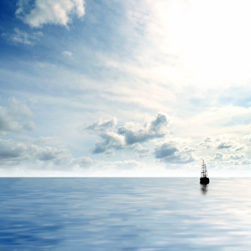 Imagem de um céu azul e de um mar profundos imagens de stock