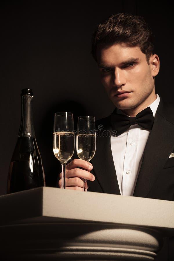 Imagem de um homem de negócio novo elegante fotografia de stock royalty free