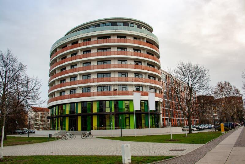 Imagem de uma construção residencial e comercial moderna imagens de stock royalty free