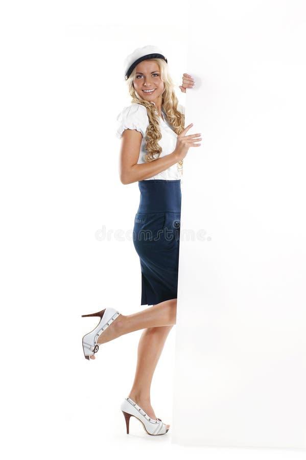 Imagem de uma menina nova do marinheiro que prende um poster foto de stock royalty free