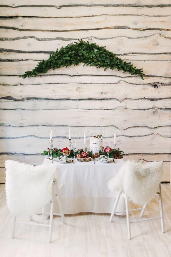 Imagem de uma tabela agradável para dois com velas fotografia de stock royalty free