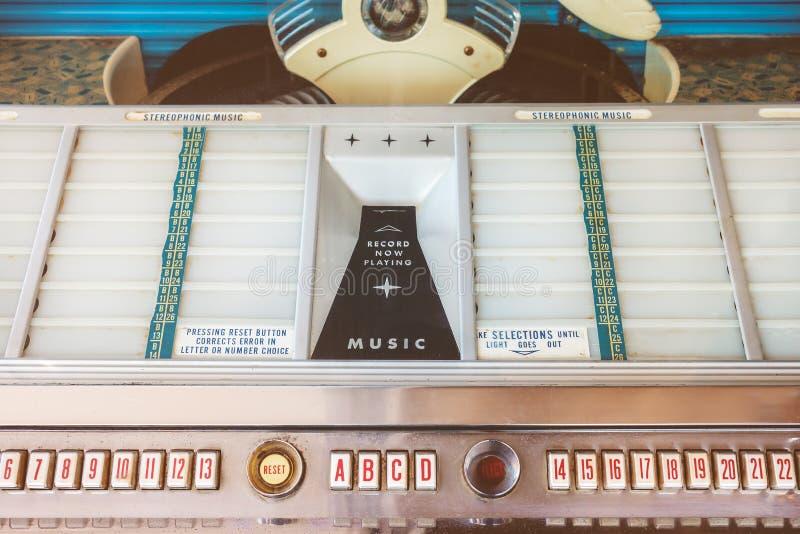 Imagem denominada retro de um jukebox velho imagens de stock royalty free