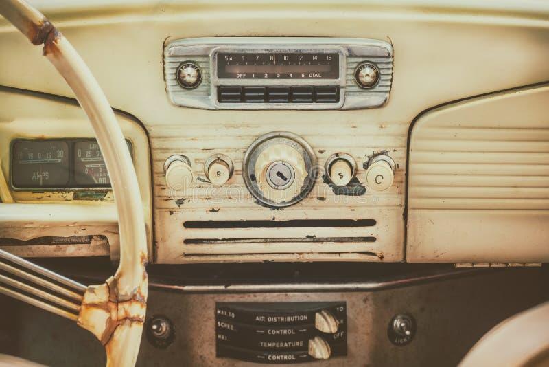 Imagem denominada retro de um painel velho do carro imagem de stock royalty free