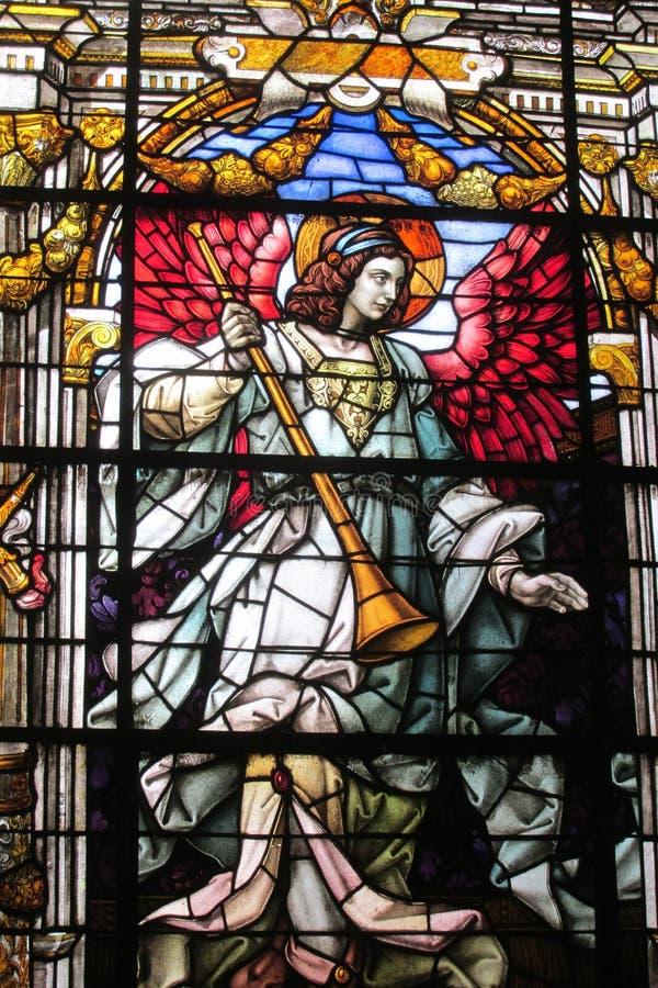 Imagem do ícone no vitral na igreja cristã foto de stock royalty free