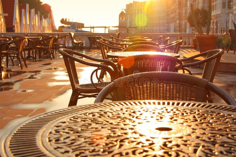 Imagem do amanhecer do café da rua foto de stock