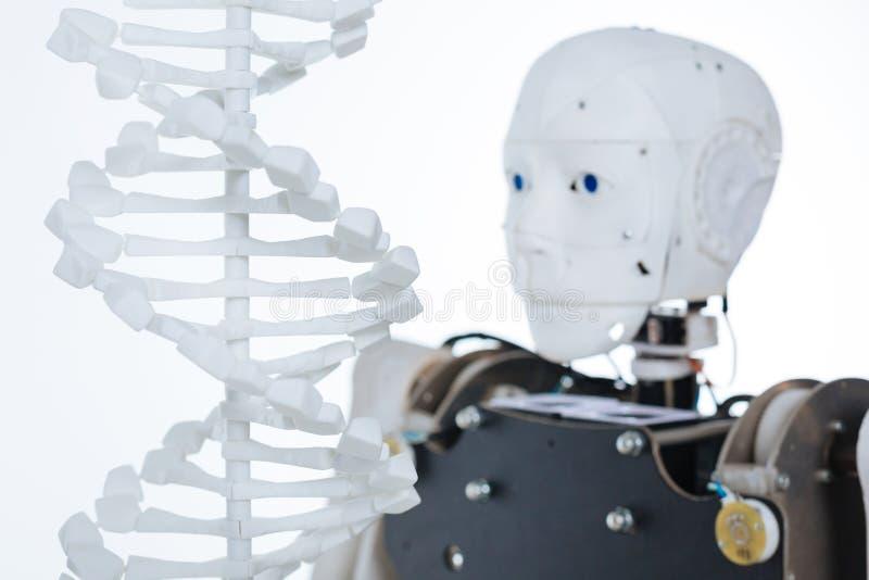 Imagem do código genético humano e do robô fotografia de stock