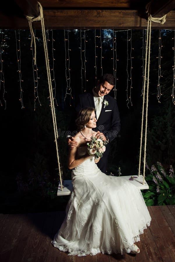 Imagem do casamento de um par feliz foto de stock