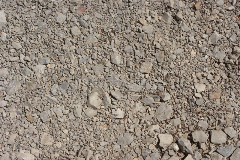 Imagem do cascalho tamped ou pedra esmagada de vários tamanhos de grão imagens de stock