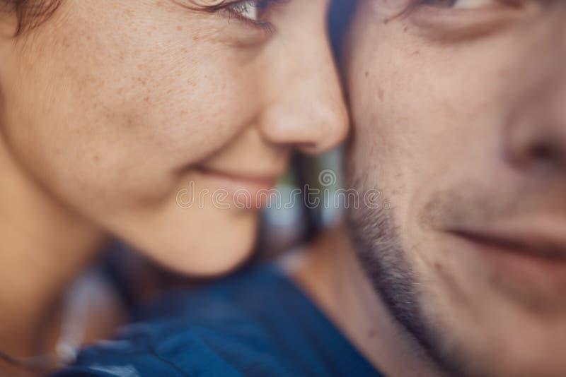 Imagem do close-up de pares românticos loving fotografia de stock royalty free