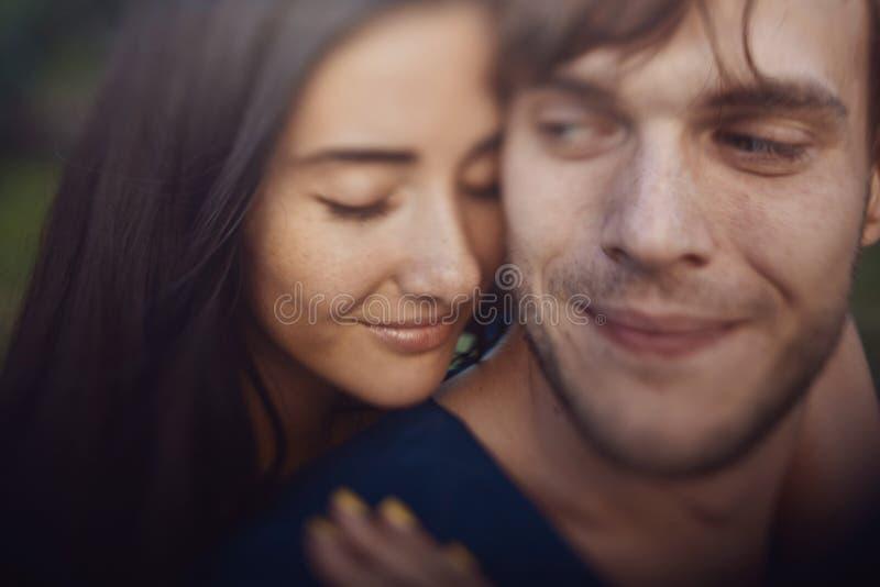 Imagem do close-up de pares românticos loving imagem de stock royalty free