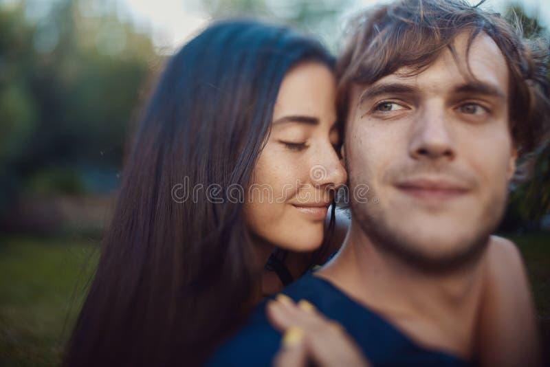Imagem do close-up de pares românticos loving foto de stock royalty free