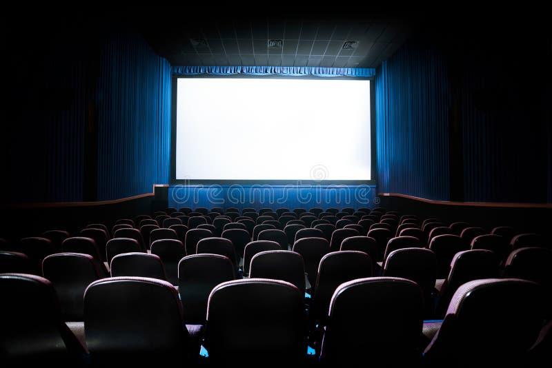 Imagem do contraste alto da tela do cinema imagens de stock