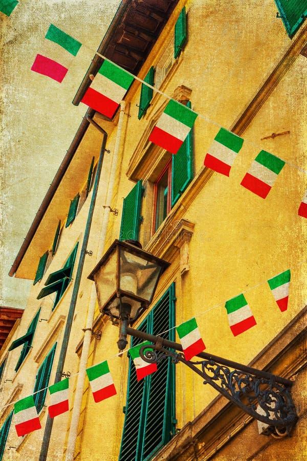 Imagem do estilo do vintage de uma casa italiana com bandeiras foto de stock