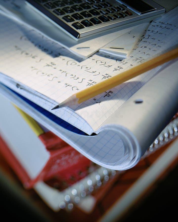 Imagem do foco seletivo de trabalhos de casa da escola foto de stock