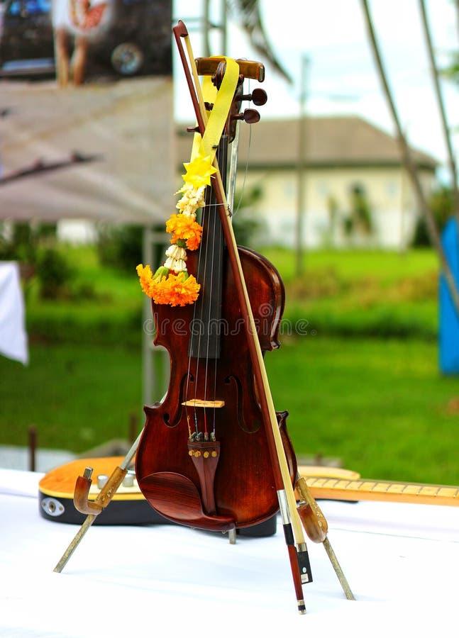 Imagem do instrumento de madeira velho do violino, cor bonita do close-up, som melodioso bonito fotografia de stock royalty free