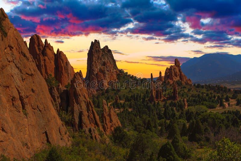 Imagem do por do sol do jardim dos deuses. imagens de stock