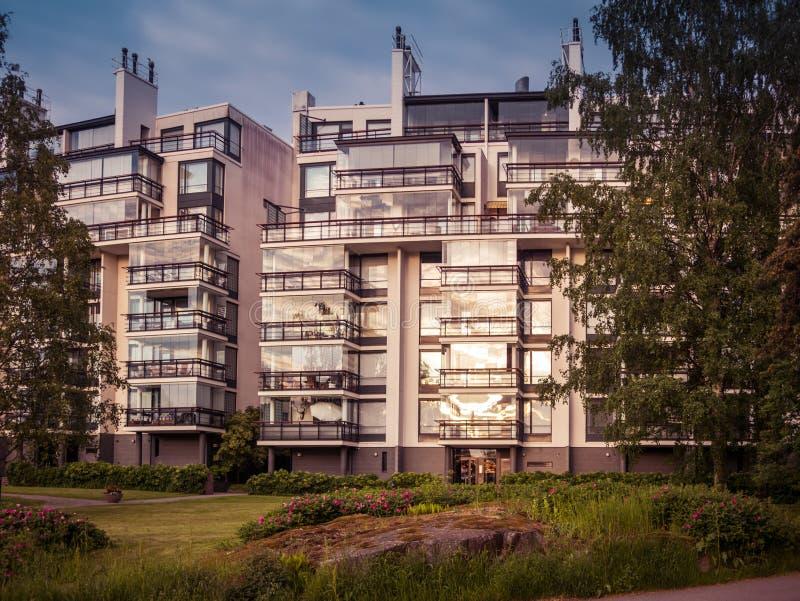 Imagem do prédio de apartamentos residencial em Europa fotos de stock royalty free
