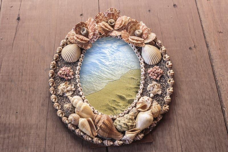 Imagem do quadro feita dos shell mares no quadro fotografia de stock