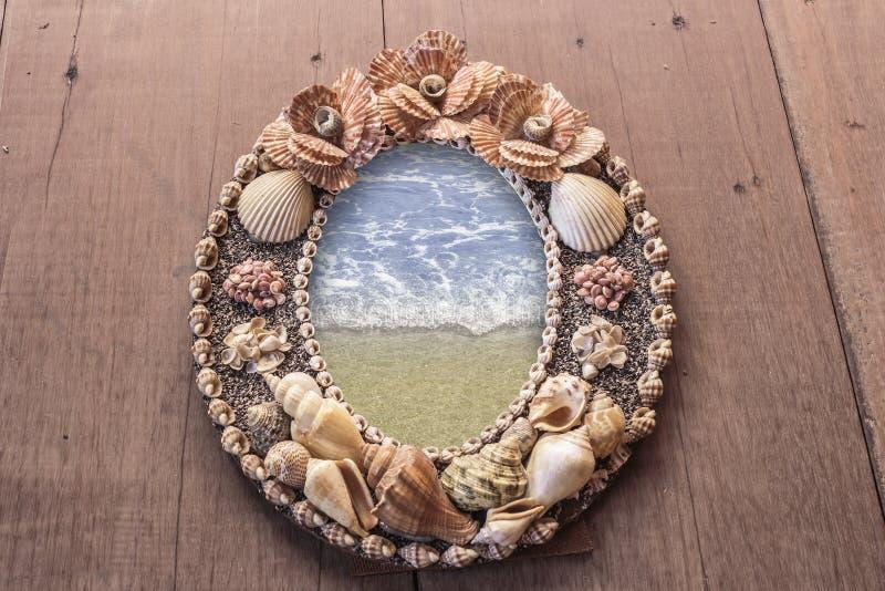 Imagem do quadro feita dos shell mares no quadro imagens de stock royalty free