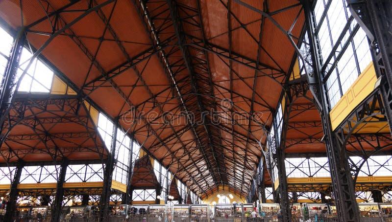 Imagem do salão o maior do mercado de Hungria fotos de stock