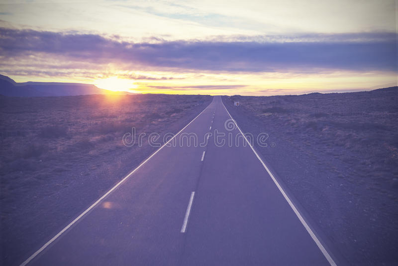 Imagem do vintage da estrada famosa, rota 40, Patagonia, AR do sul imagens de stock