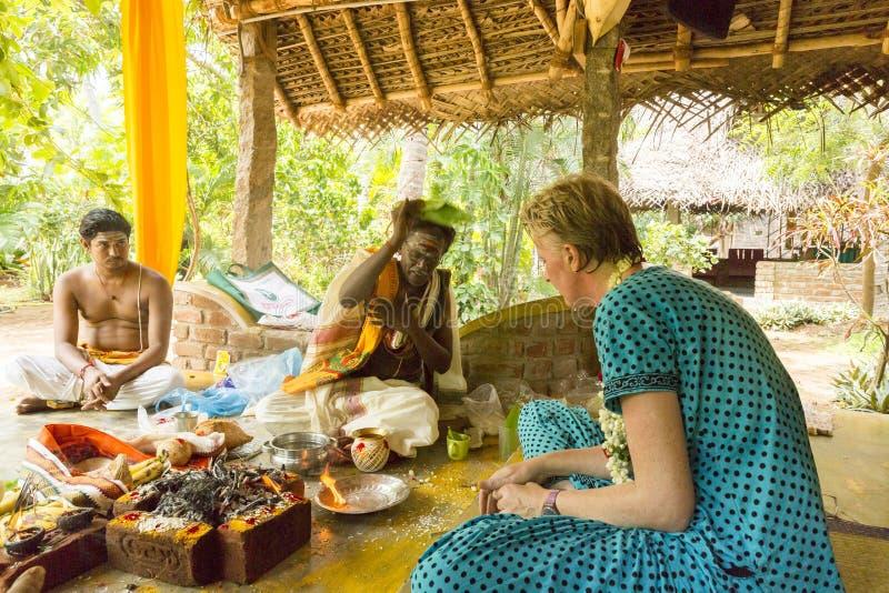 Imagem documentável editorial Puja Thila Homa na Índia fotografia de stock royalty free
