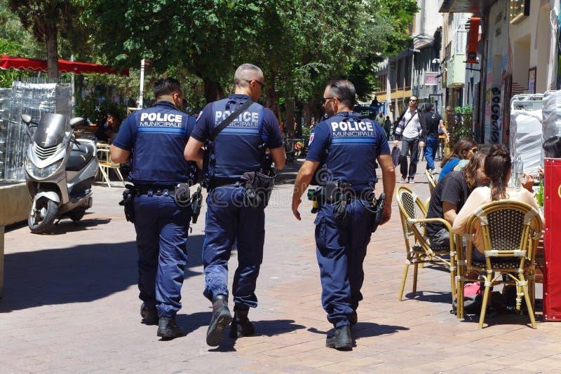Imagem dos agentes da polícia que patrulham Marselha do centro imagem de stock royalty free