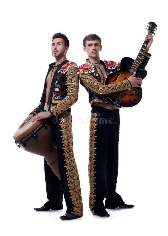 Imagem dos músicos engraçados vestidos como machos espanhol fotos de stock royalty free