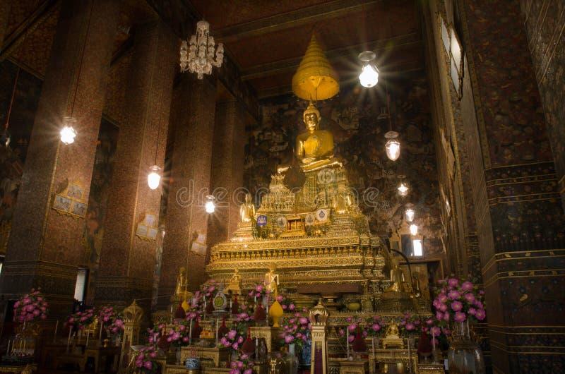 A imagem dourada principal de Buddha foto de stock