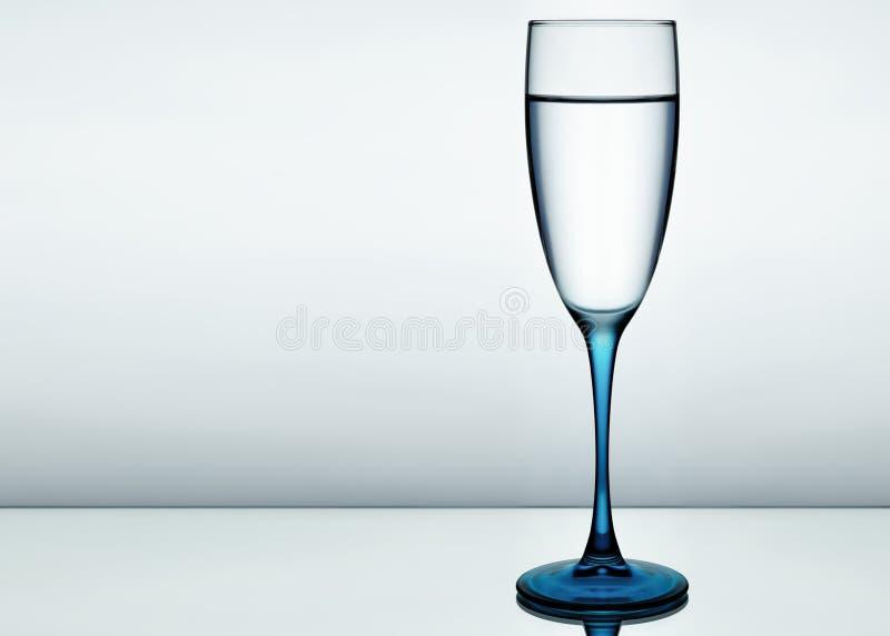 Imagem elegante de um vidro da água pura fotografia de stock royalty free