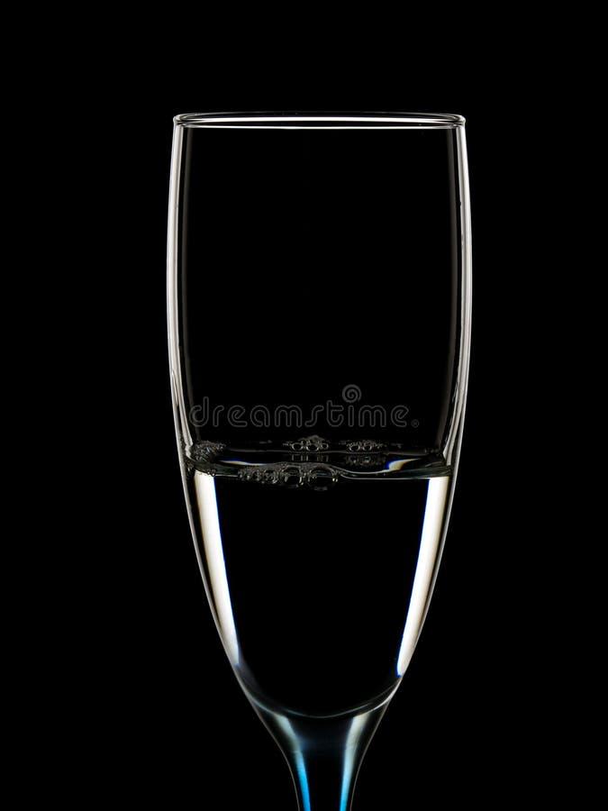 Imagem elegante dos vidros com wate claro imagens de stock