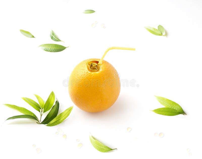 Imagem enlatada suco de laranja do conceito no fundo branco imagem de stock royalty free