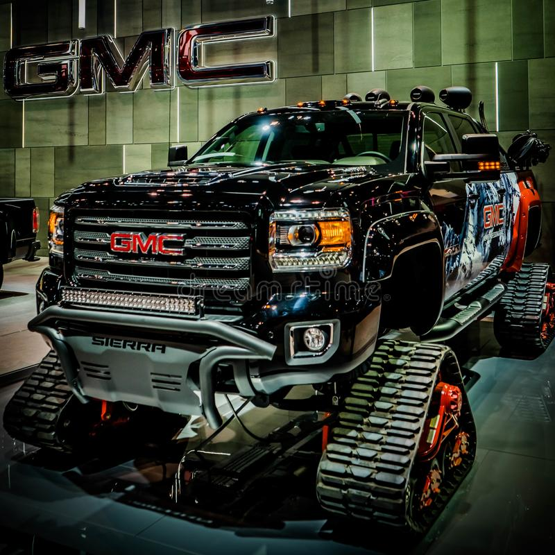 Imagem fresca da serra caminhão em trilhas de lagarta, Chicago Autoshow 02/17/2019 de GMC da majestade foto de stock