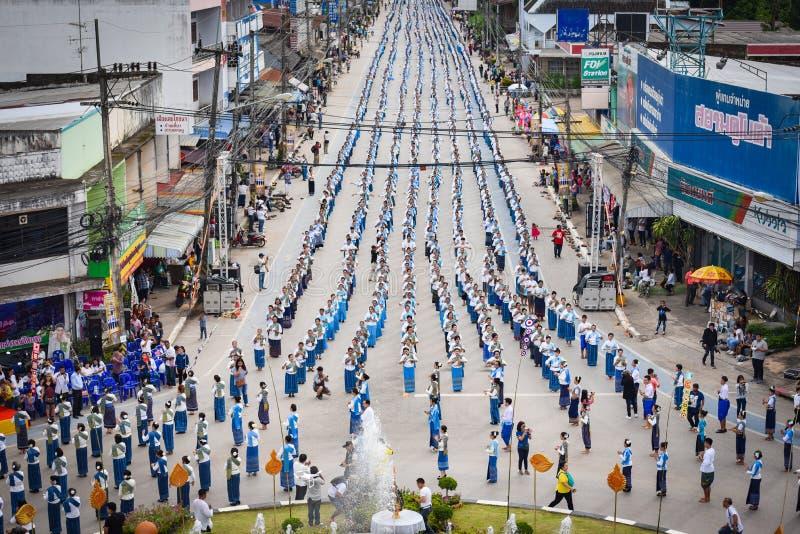 Imagem histórica da vista superior a dança da cerimônia a deusa Tailândia 2018 imagem de stock