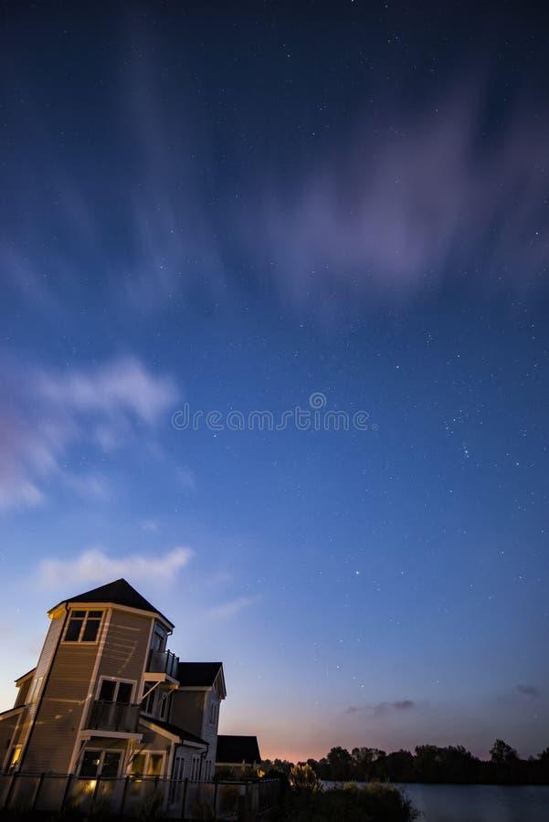 Imagem impressionante da paisagem do astrophotography do céu noturno do ove das estrelas fotografia de stock royalty free
