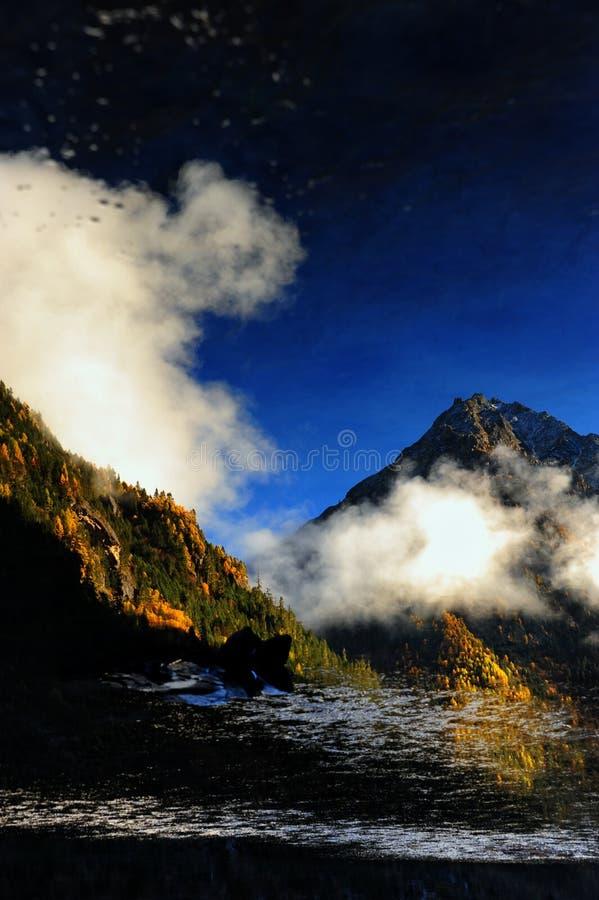 Imagem invertida no lago da lua imagens de stock royalty free